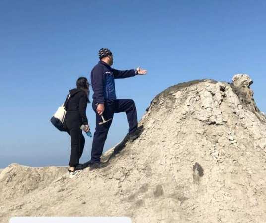 Geoloq alimlər Xəzərdə və sahilyanı zonada qeydə alınan palçıq vulkanlarında tədqiqatlar aparırlar
