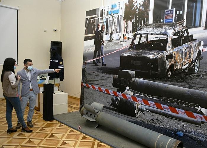Tarix Muzeyində Ermənistanın Bərdəyə raket hücumunu əks etdirən fotokompozisiya nümayiş olunur