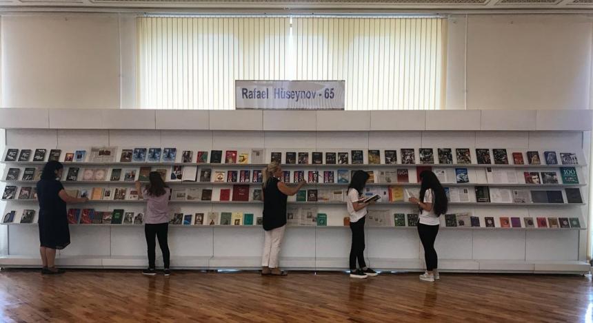 """Milli Kitabxanada """"Rafael Hüseynov-65"""" adlı kitab sərgisi açılıb"""