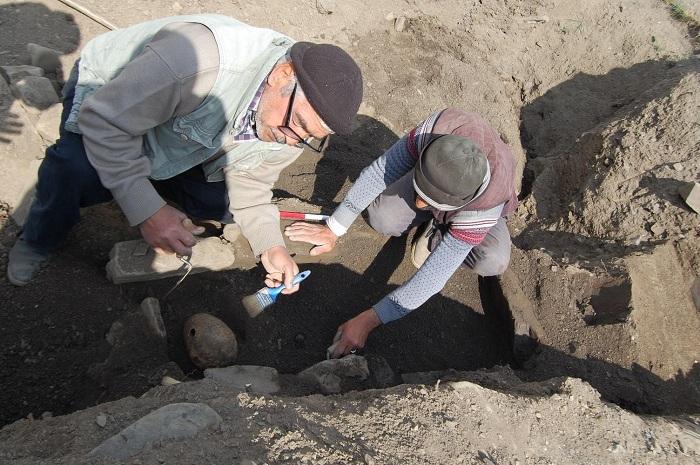 Xınalıqda nekropolda aparılan arxeoloji tədqiqatlar zamanı nadir tapıntılara rast gəlinib
