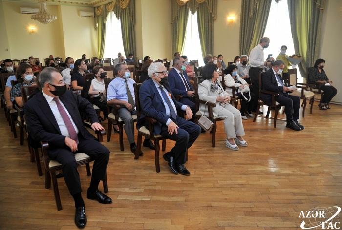 Akademik Zemfira Səfərovanın yeni nəşr olunmuş kitablarının təqdimatı olub