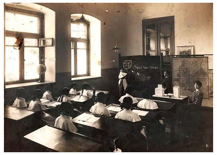 Müsəlman Şərqində ilk dünyəvi qızlar məktəbi - 120 il