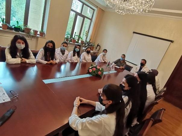 Akademik Dilqəm Tağıyev institutda təhsil almış sabiq magistrantlarla görüşüb