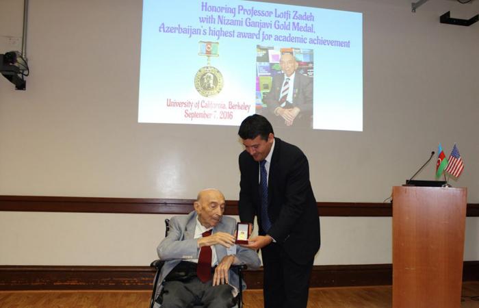 Azərbaycan Respublikasının Nizami Gəncəvi adına Qızıl Medalı görkəmli alim Lütfi Zadəyə təqdim edilib
