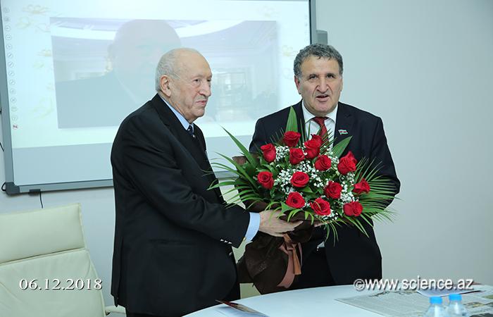 AMEA-da Xalq rəssamı Tahir Salahovun 90 illik yubileyi qeyd olunub