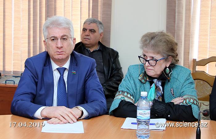 """""""Azərbaycan tarixinin fəlsəfi dərki və müasir dövr"""" mövzusunda dəyirmi masa keçirilib"""