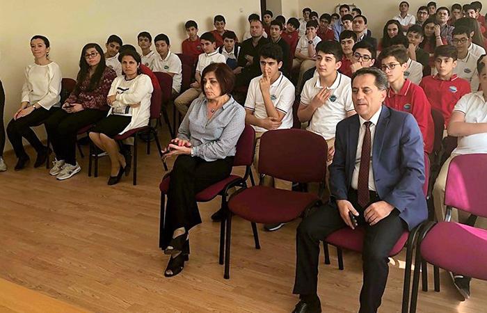 """Şagirdlər üçün """"Azərbaycan elmi: dünən və bu gün"""" mövzusunda elmi seminar keçirilib"""