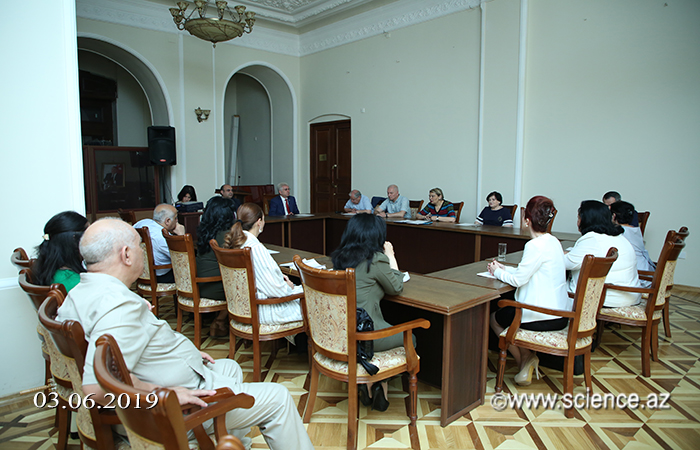 Division of Social Sciences considered a number of scientific and organizational issues