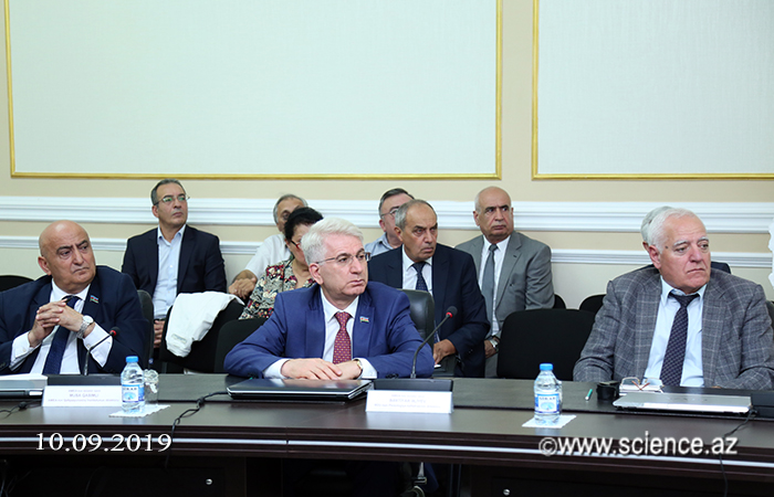 Academic Akif Alizadeh met with chairmen of scientific councils on research directions