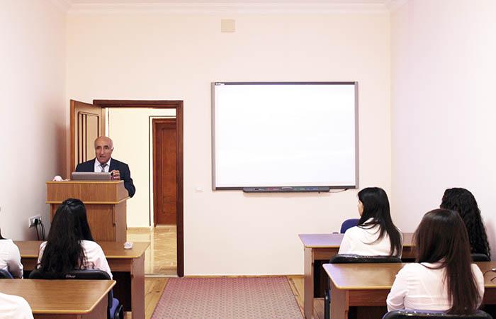 """""""Fizika və astronomiyanın müasir problemləri"""" mövzusunda elmi seminar keçirilib"""