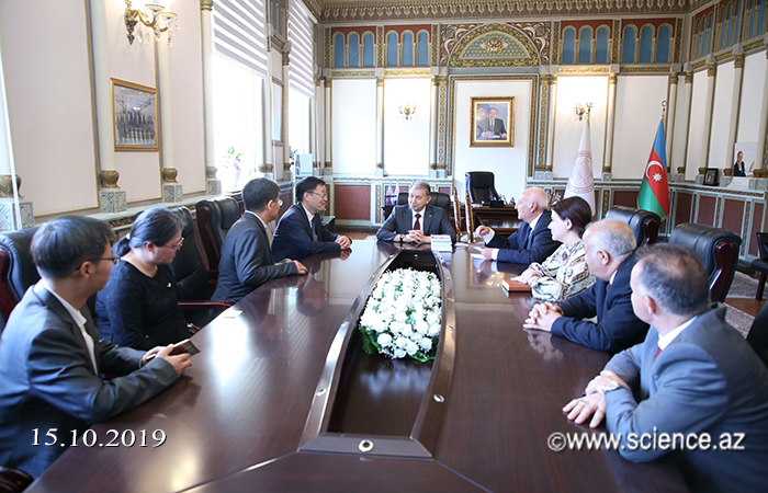 Academician Akif Alizadeh met with scientists from the Institute of World History of China
