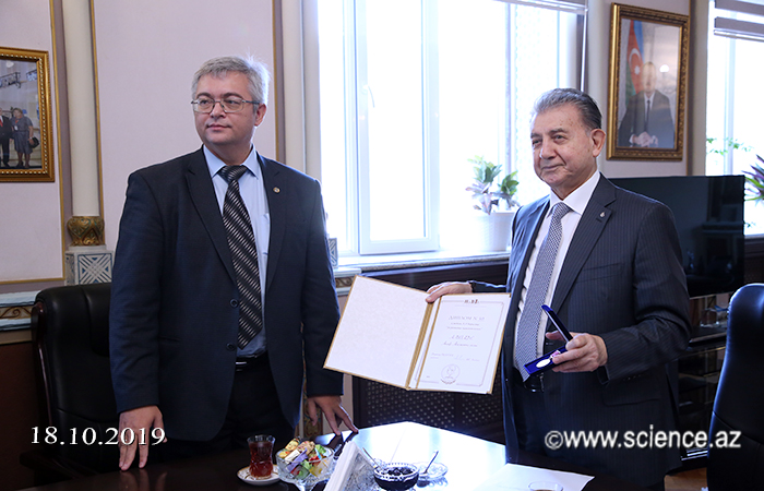 Academician Akif Alizadeh was awarded a medal for his contribution to the development of paleontology