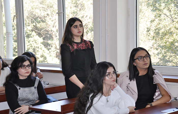 """""""Folklorun təsnifi problemi: janr, yoxsa performans?"""" mövzusunda seminar keçirilib"""