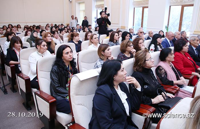 """""""Azərbaycan dilçiliyinin aktual problemləri"""" mövzusunda respublika konfransı keçirilib"""