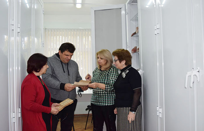 Ukrainian scientist acquainted with the Herbarium collection of ANAS Institute of Botany