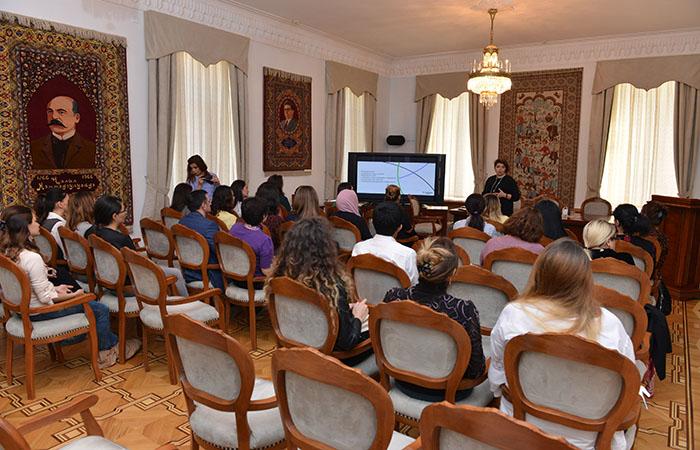 """Doktorant və dissertantlar """"Web of Science"""" məlumat bazasından istifadə qaydaları barədə məlumatlandırılıb"""