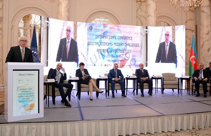 Проводятся обсуждения на тему цифровой экономики, современных вызовов и реальных возможностей