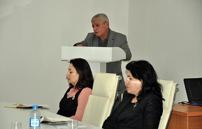 """""""Ədəbi cərəyanlar: poetikası və estetikası"""" mövzusunda elmi sessiya keçirilib"""