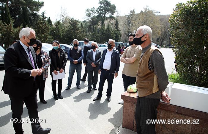 Azad Həmkarlar İttifaqı şəhid ailələrinə yardım edib